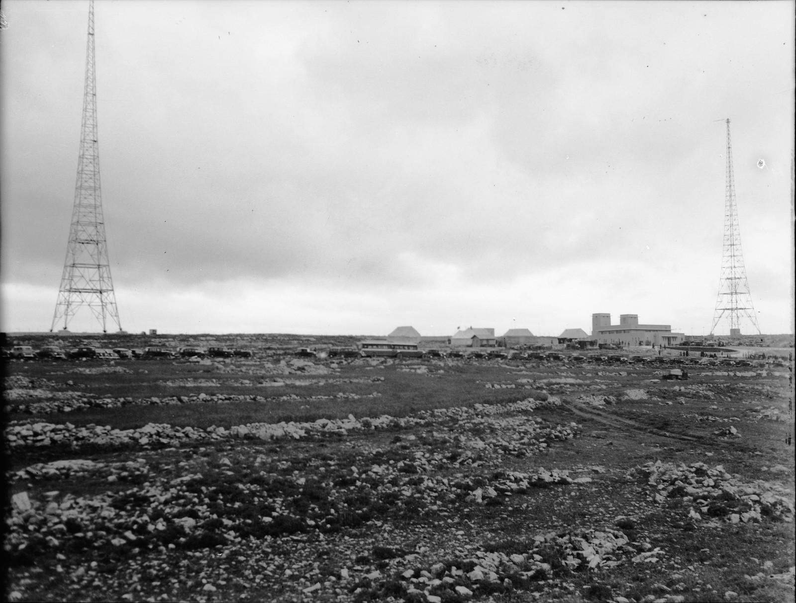 11. Общий вид радиовещательных вышек в день открытия