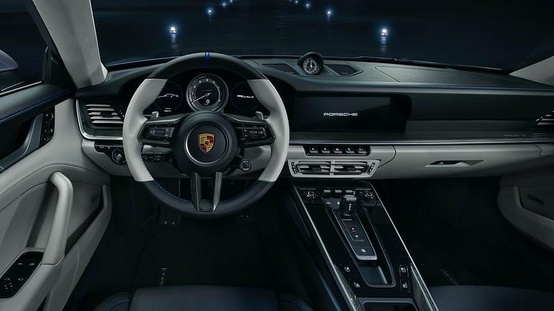 2021-Porsche-911-Turbo-S-Duet-Edition-13