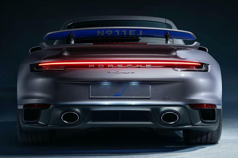 2021-Porsche-911-Turbo-S-Duet-Edition-6