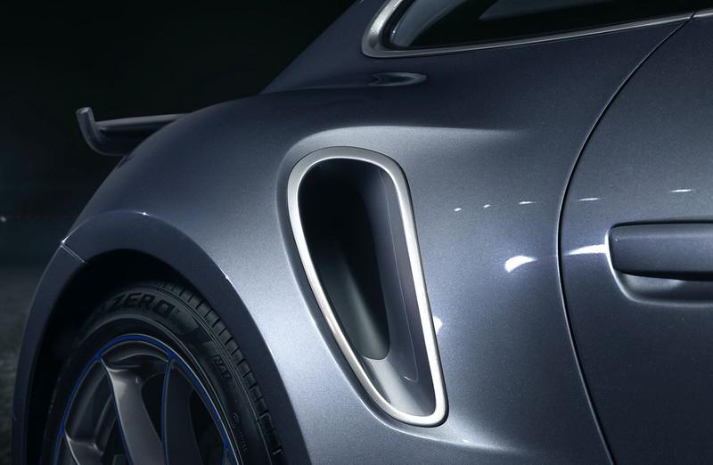 2021-Porsche-911-Turbo-S-Duet-Edition-4