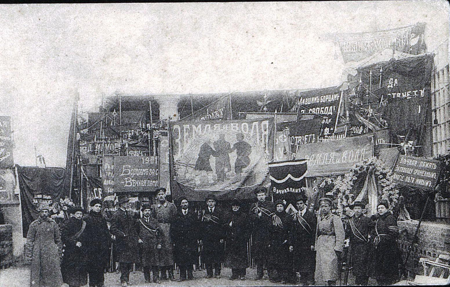 25. 23 марта. Совет Солдатских и Рабочих депутатов, участвовавших на похоронах жертв революции,  в Петрограде
