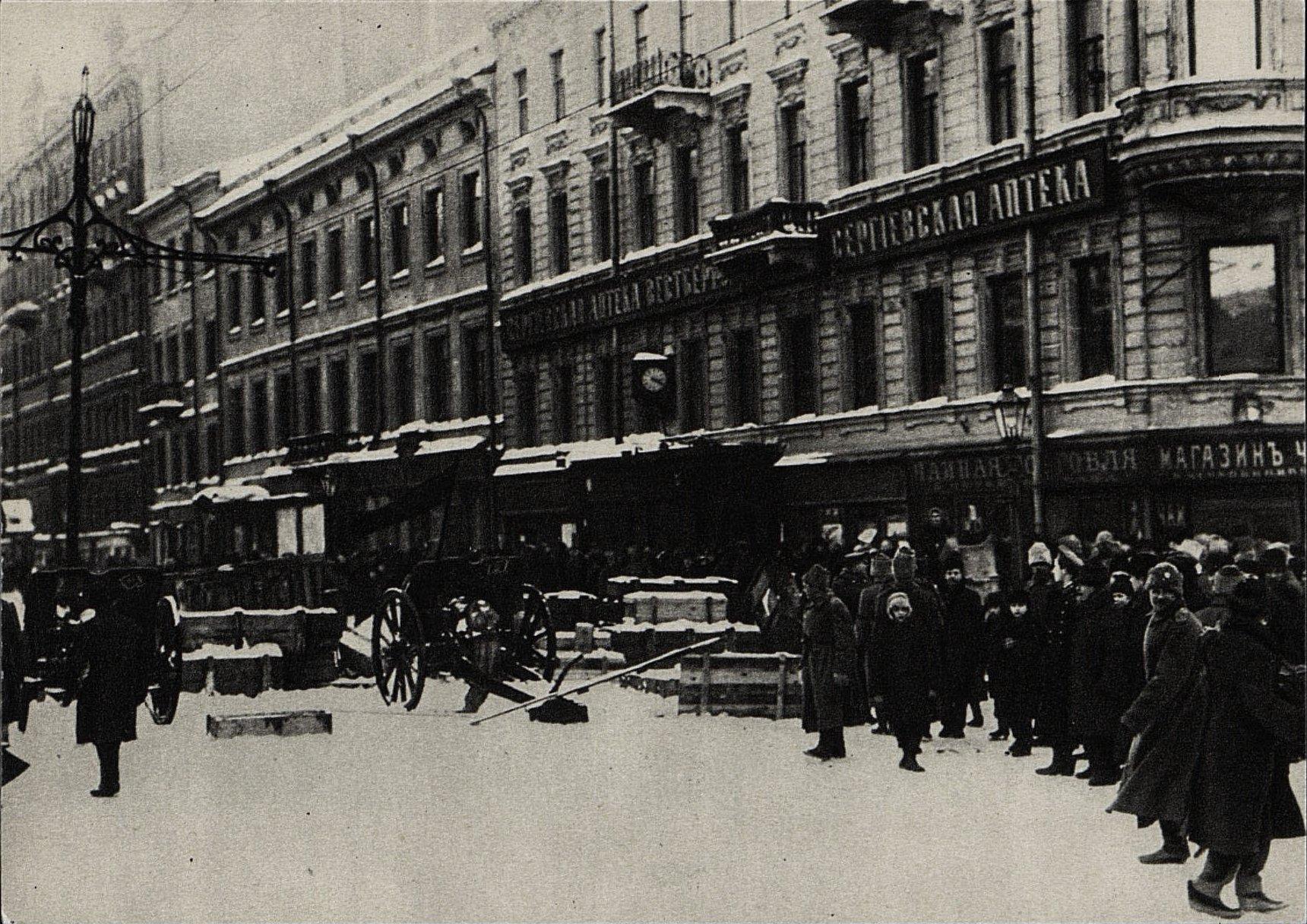03. Февраль. Баррикады на Сергиевской улице в Петрограде