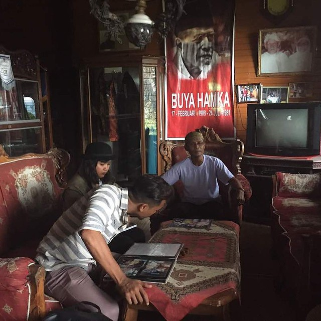 Bersama Pak Hafyar, cucu saudara Buya Hamka di Bukit Tinggi Indonesia