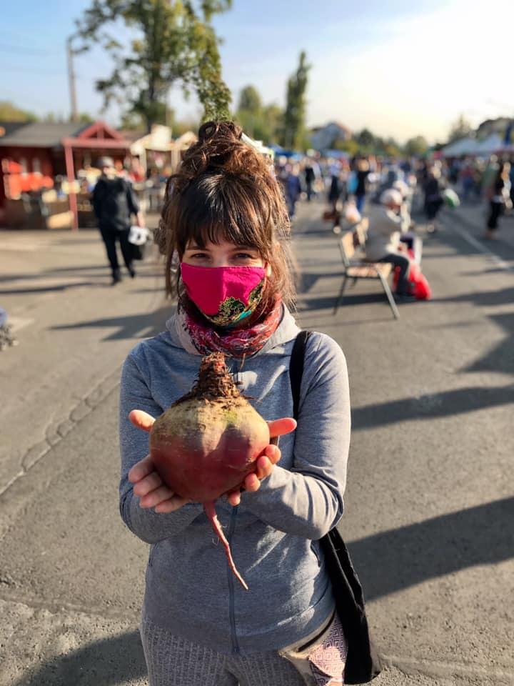 Dóri maszkban a piacon