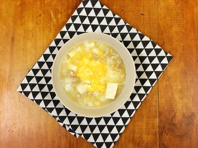 買了史雲生的高湯來準備對付低渣飲食!我做了豬肉豆腐蛋花粥
