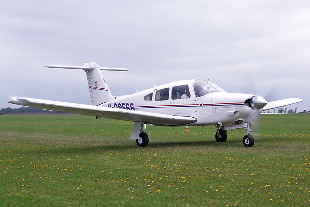 N29566  -  Piper PA-28RT-201 Cherokee Arrow IV c/n/ 28-7918146  -  EGBK 3/9/11