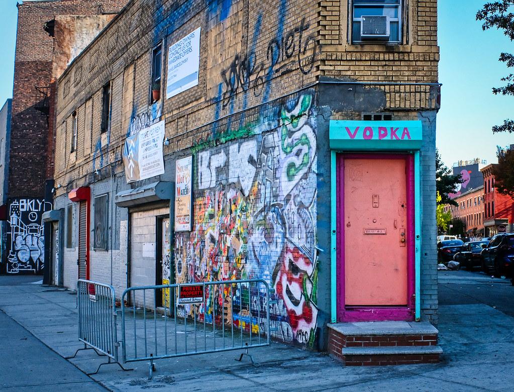 Walk In New York - 2019- Brooklyn - House Pink Vodka
