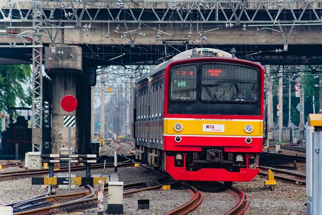 JR 205 143 on a Cikarang Line Service ; Jatinegara (07/11/2020)