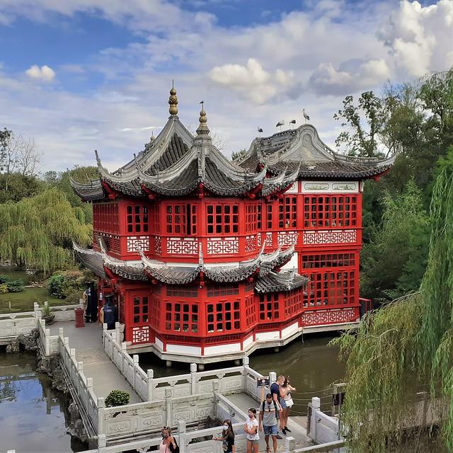 Chinese pavilion in Pairi Daiza