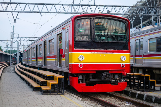 JR 205 68 +66 on a Cikarang Line Service ; Manggarai (07/11/2020)