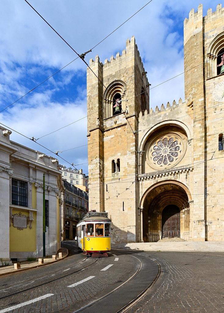 Catedral de la Se con el travía 28