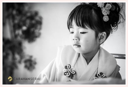 七五三 3才の女の子 モノクロの印象的な写真