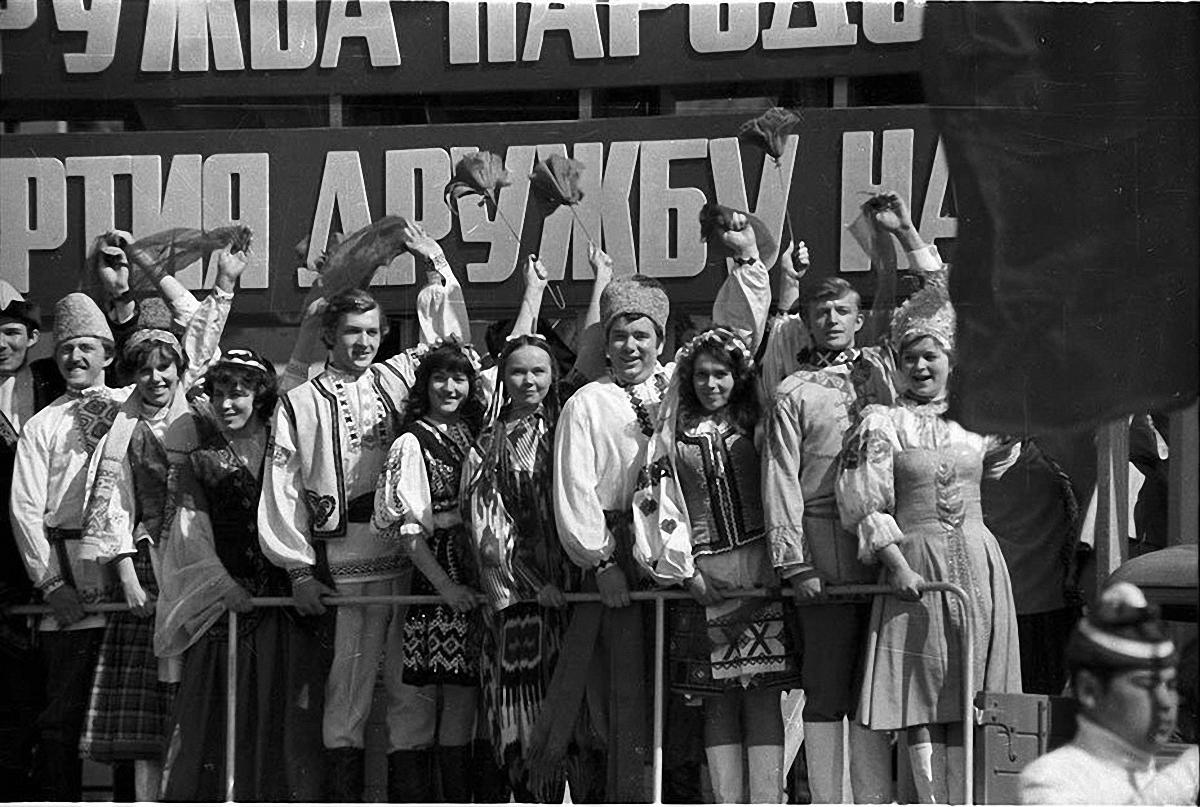 1972. На первомайском параде. Красная площадь. 1 мая
