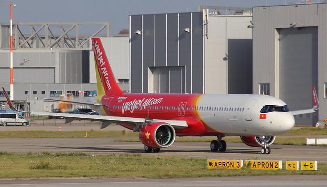 VietJet Air, D-AYAD, Reg.VN-A524, MSN 10084, Airbus A 321-271NX ACF, 03.11.2020, XFW-EDHI, Hamburg Finkenwerder