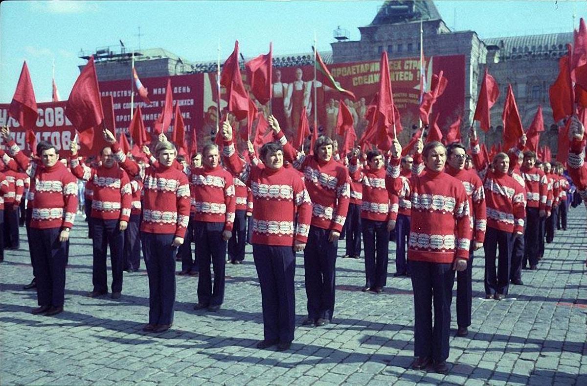 1972. Физкультурники на первомайском параде. Красная площадь. 1 мая