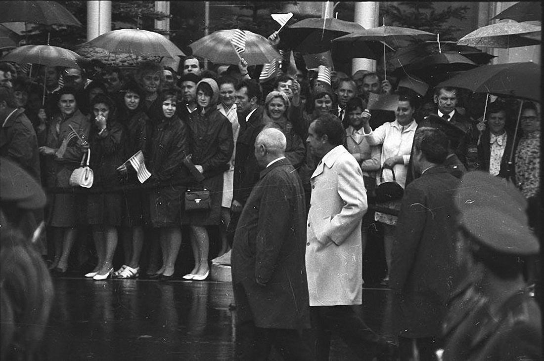 1972. Москвичи встречают президента США Ричарда Никсона. Аэропорт Шереметьево. 22 мая