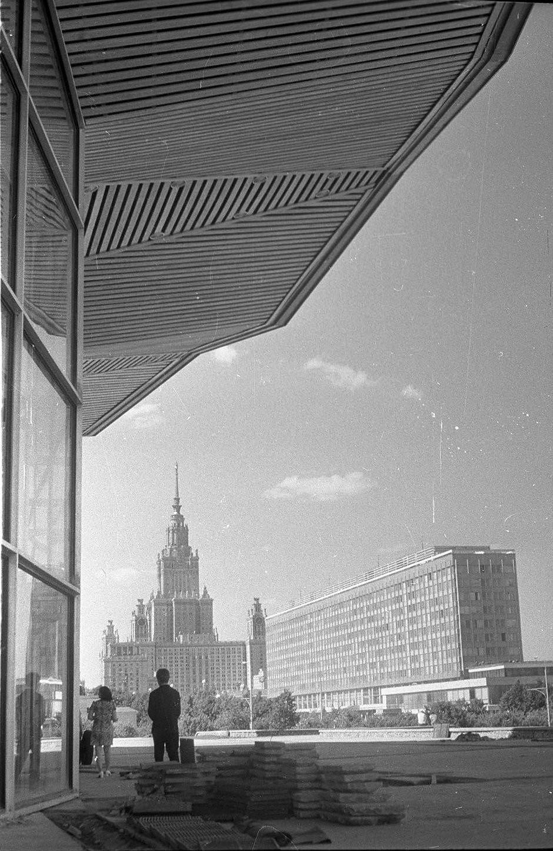 1971. Новый цирк и высотное здание МГУ на Юго-Западе. Проспект Вернадского