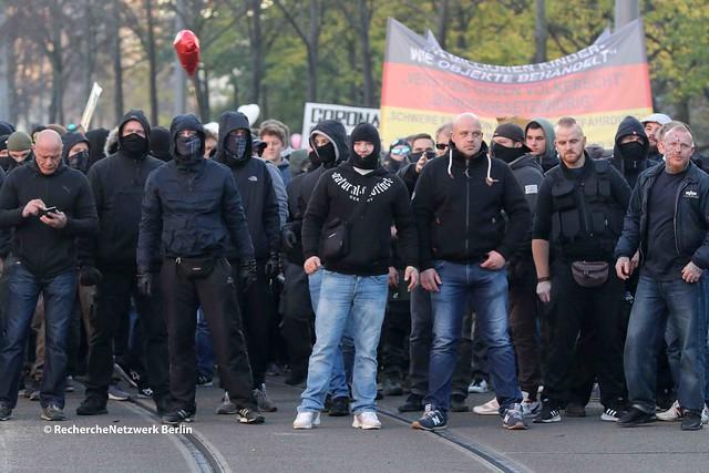 """07.11.2020 Leipzig: """"Querdenken"""" demonstriert mit Hunderten gewaltbereiten Neonazis"""