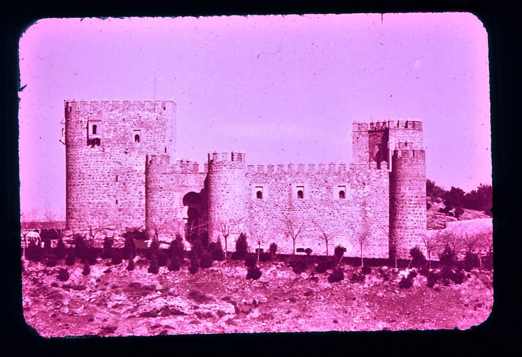 Castillo de San Servando en Toledo hacia 1965. Diapositiva incluida en el Librofilm Aguilar dedicado a la ciudad en ese año. Colección personal de Eduardo Sánchez Butragueño.
