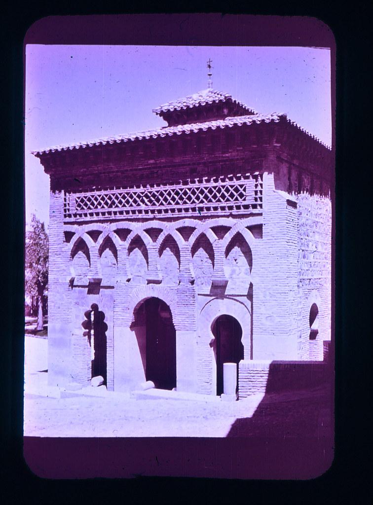 Mezquita del Cristo de la Luz en Toledo hacia 1965. Diapositiva incluida en el Librofilm Aguilar dedicado a la ciudad en ese año. Colección personal de Eduardo Sánchez Butragueño.