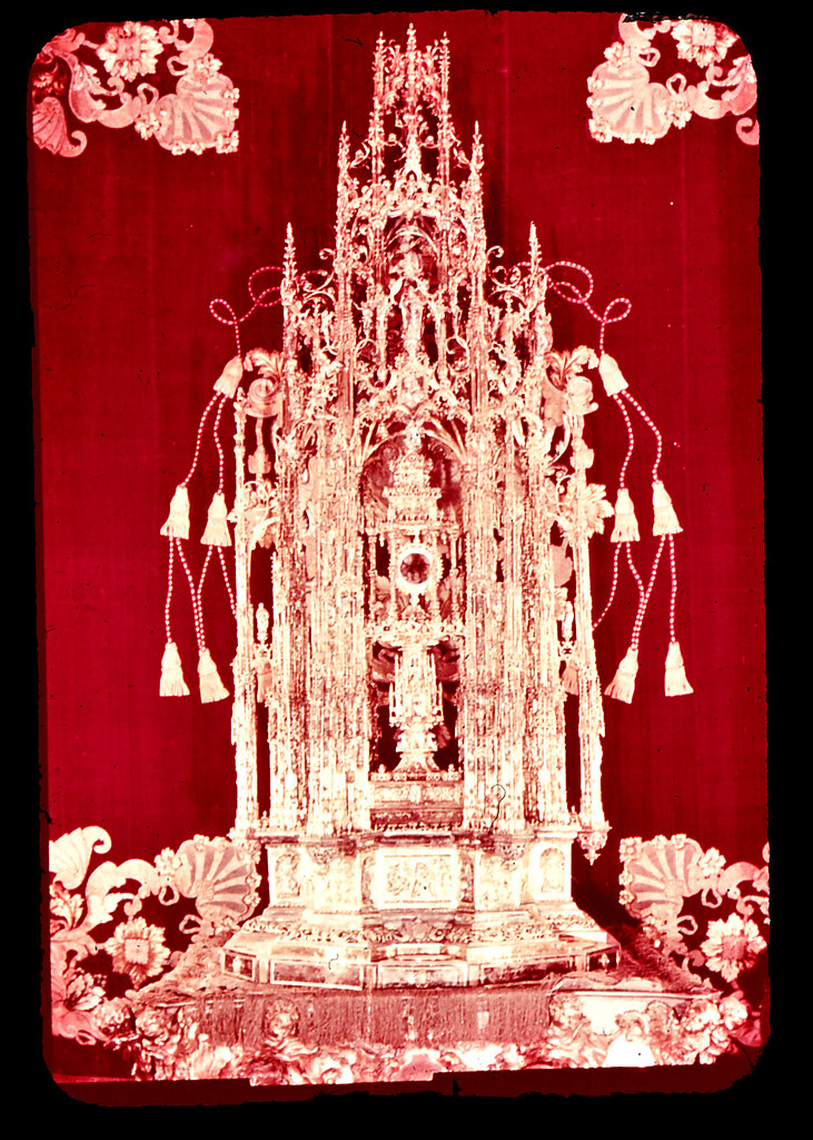 Custodia de Arfe en la Catedral de Toledo hacia 1965. Diapositiva incluida en el Librofilm Aguilar dedicado a la ciudad en ese año. Colección personal de Eduardo Sánchez Butragueño.