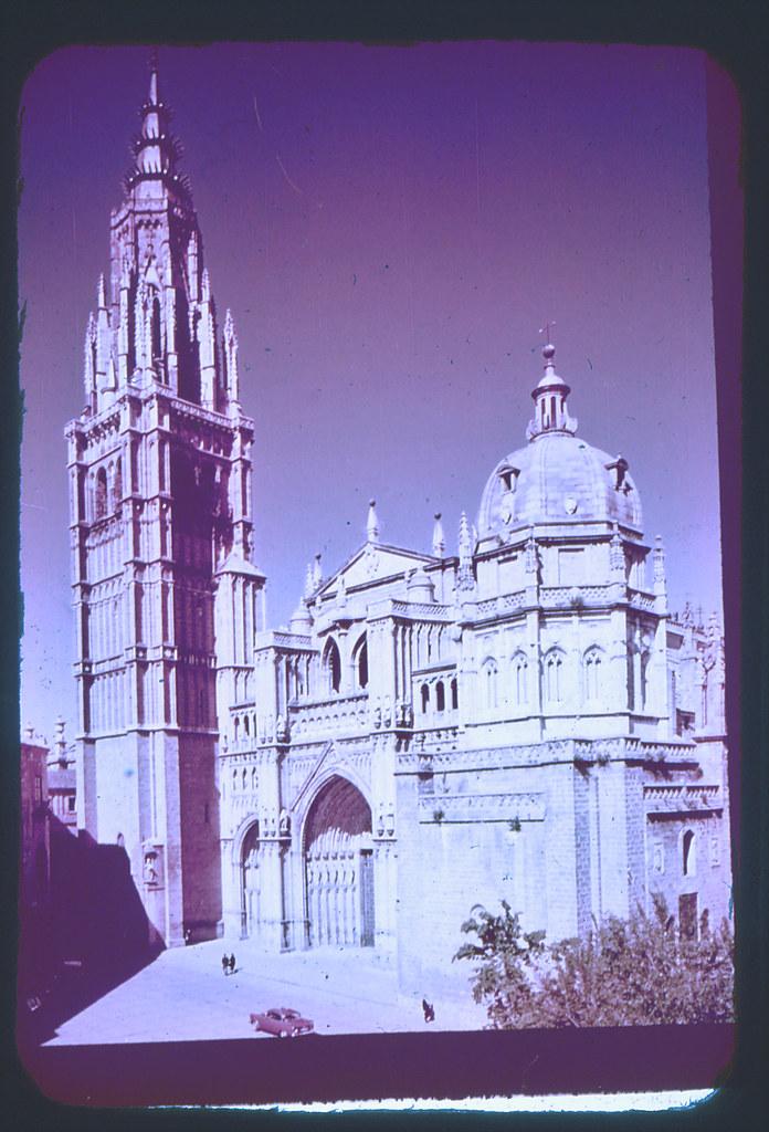 Catedral de Toledo hacia 1965. Diapositiva incluida en el Librofilm Aguilar dedicado a la ciudad en ese año. Colección personal de Eduardo Sánchez Butragueño.