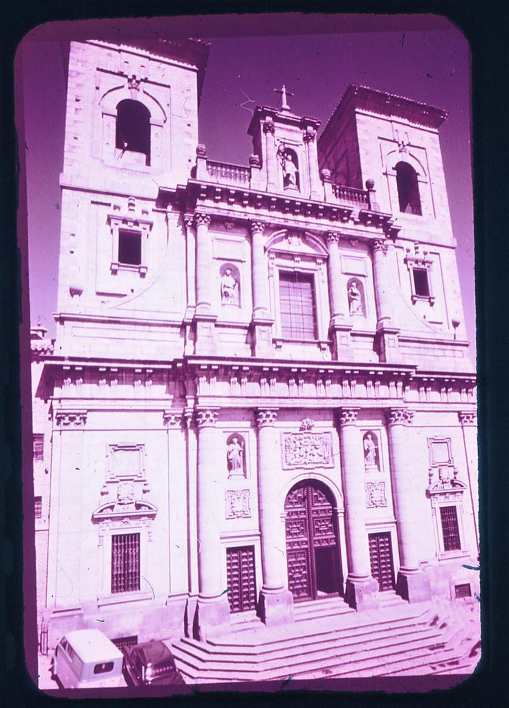 Iglesia de San Ildefonso en Toledo hacia 1965. Diapositiva incluida en el Librofilm Aguilar dedicado a la ciudad en ese año. Colección personal de Eduardo Sánchez Butragueño.