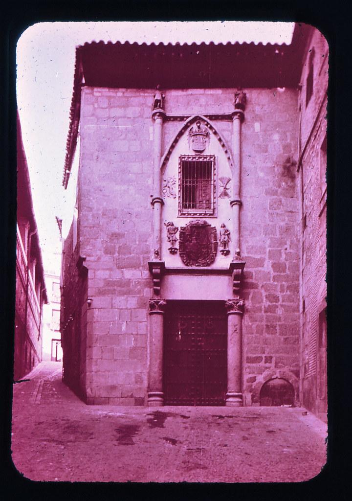Posada de la Hermandad en Toledo hacia 1965. Diapositiva incluida en el Librofilm Aguilar dedicado a la ciudad en ese año. Colección personal de Eduardo Sánchez Butragueño.