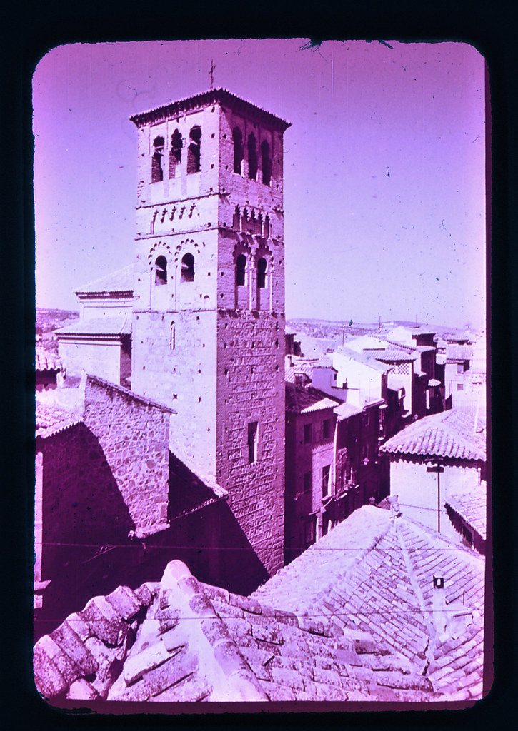 Iglesia de Santo Tomé en Toledo hacia 1965. Diapositiva incluida en el Librofilm Aguilar dedicado a la ciudad en ese año. Colección personal de Eduardo Sánchez Butragueño.