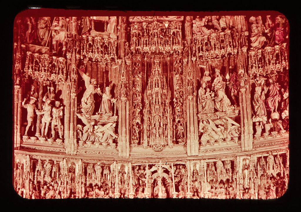 Altar mayor de la catedral de Toledo hacia 1965. Diapositiva incluida en el Librofilm Aguilar dedicado a la ciudad en ese año. Colección personal de Eduardo Sánchez Butragueño.