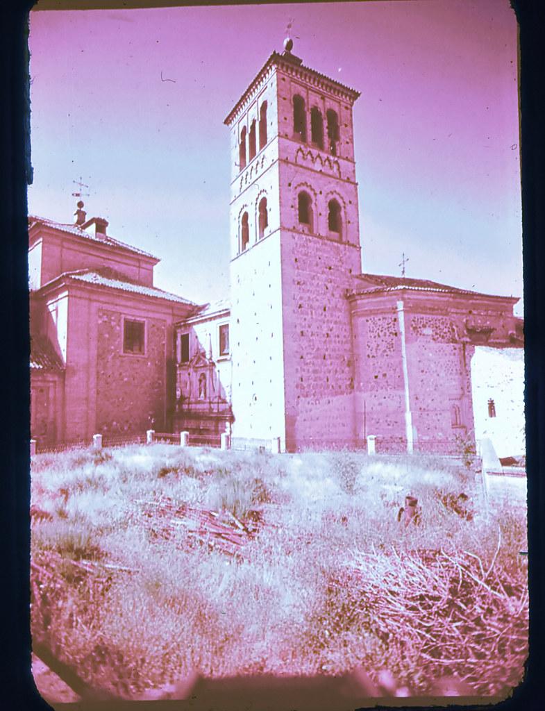 Iglesia de San Román en Toledo hacia 1965. Diapositiva incluida en el Librofilm Aguilar dedicado a la ciudad en ese año. Colección personal de Eduardo Sánchez Butragueño.