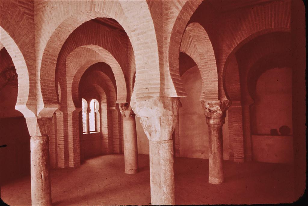 Mezquita de Tornerías en Toledo hacia 1965. Diapositiva incluida en el Librofilm Aguilar dedicado a la ciudad en ese año. Colección personal de Eduardo Sánchez Butragueño.