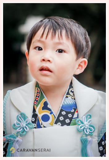 七五三 3歳の男の子 衣装は着物と被布(黒と青と水色と白)