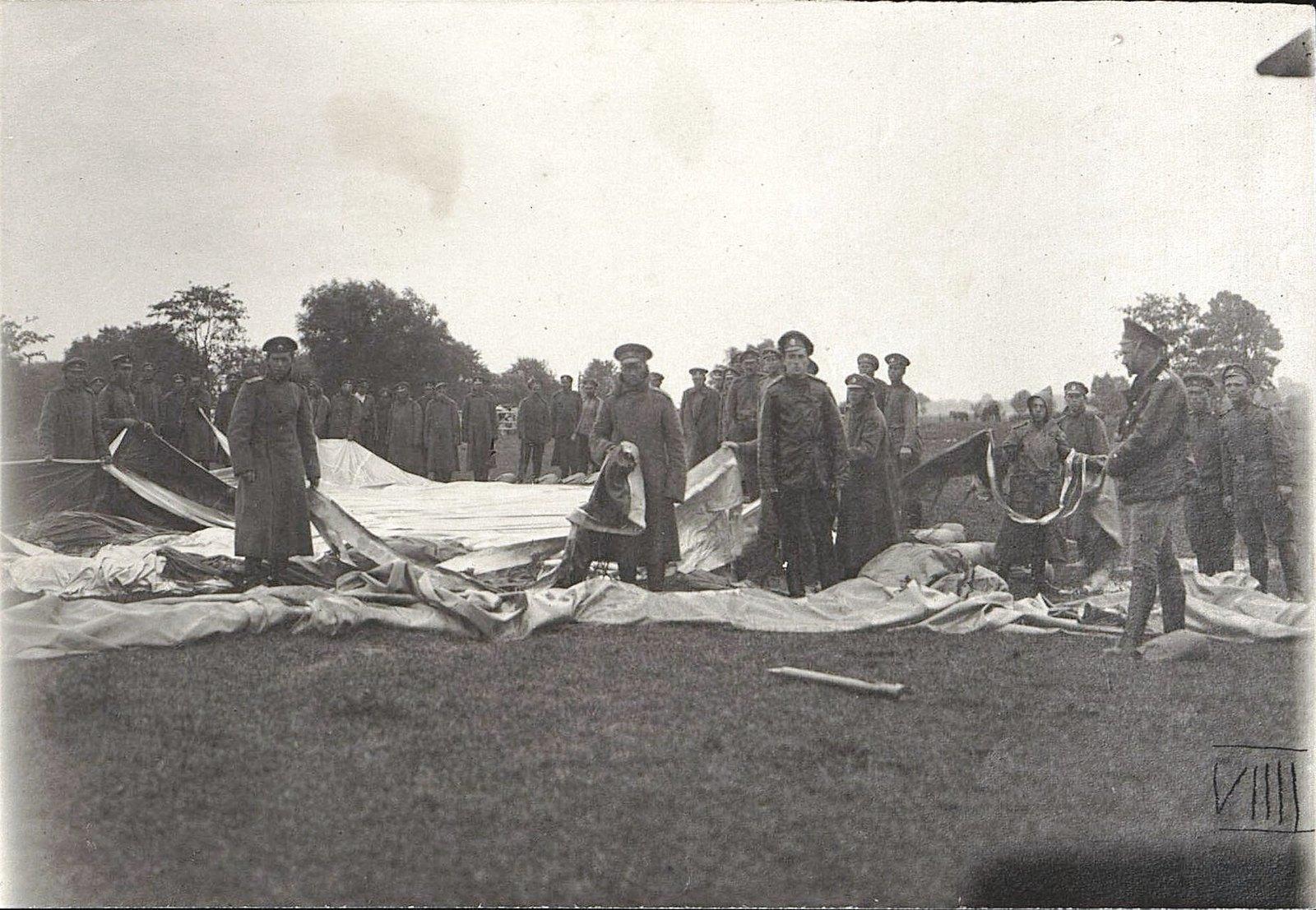 1915. Остатки аэростата и парусного забора Владивостокской крепостной воздухроты, уничтоженных бурей. 11 июля