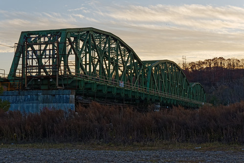 goldenhour sunset metalbridge lock8 eriecanal eriebargecanal dusk outdoor maalwyckpark park village scotia schenectadycounty capitaldistrict newyork pentax pentaxart k70 kmount hdpentaxda1685mmlens