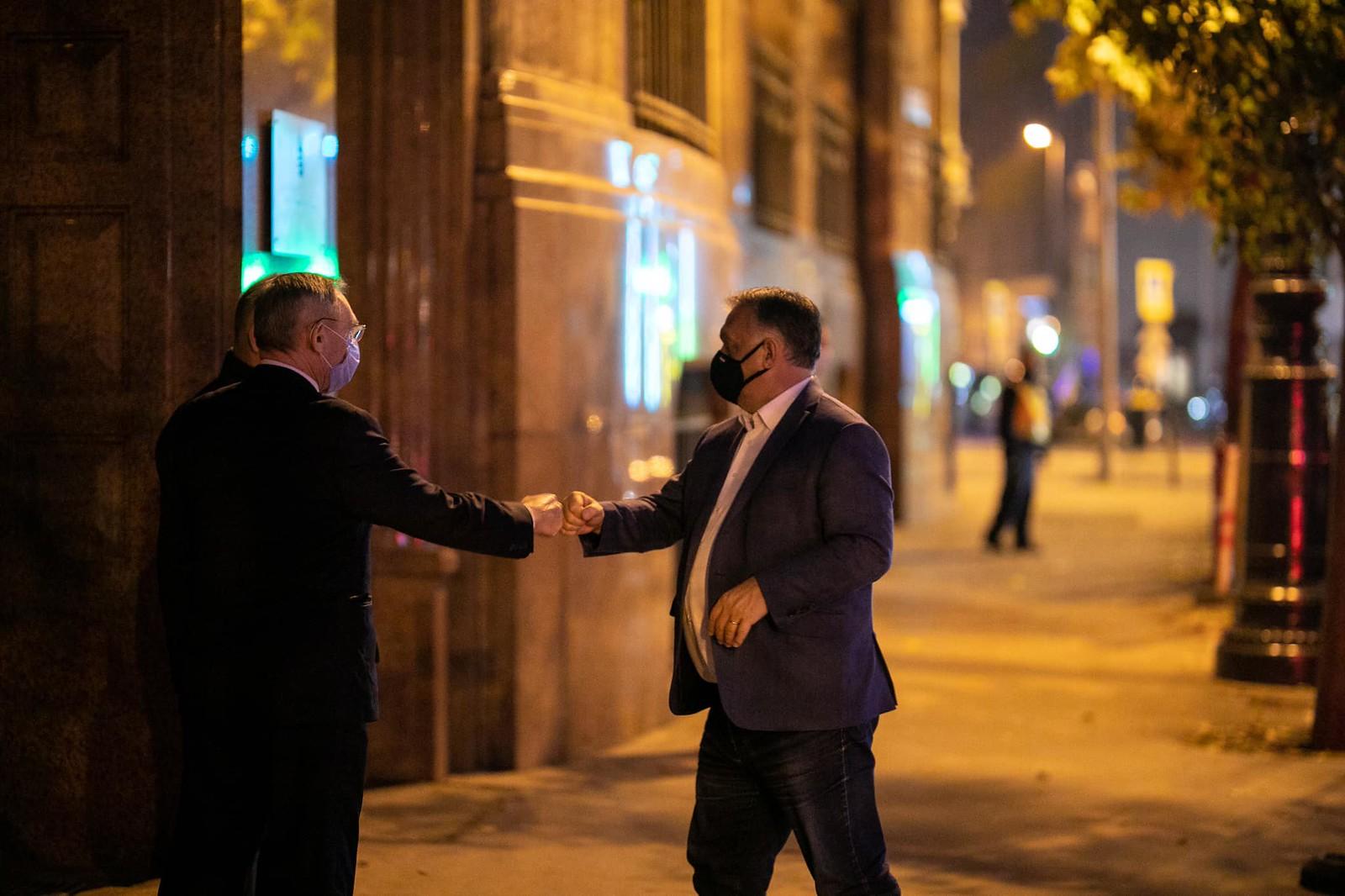 Az utcákon is kötelező lesz a maszkviselés Magyarországon