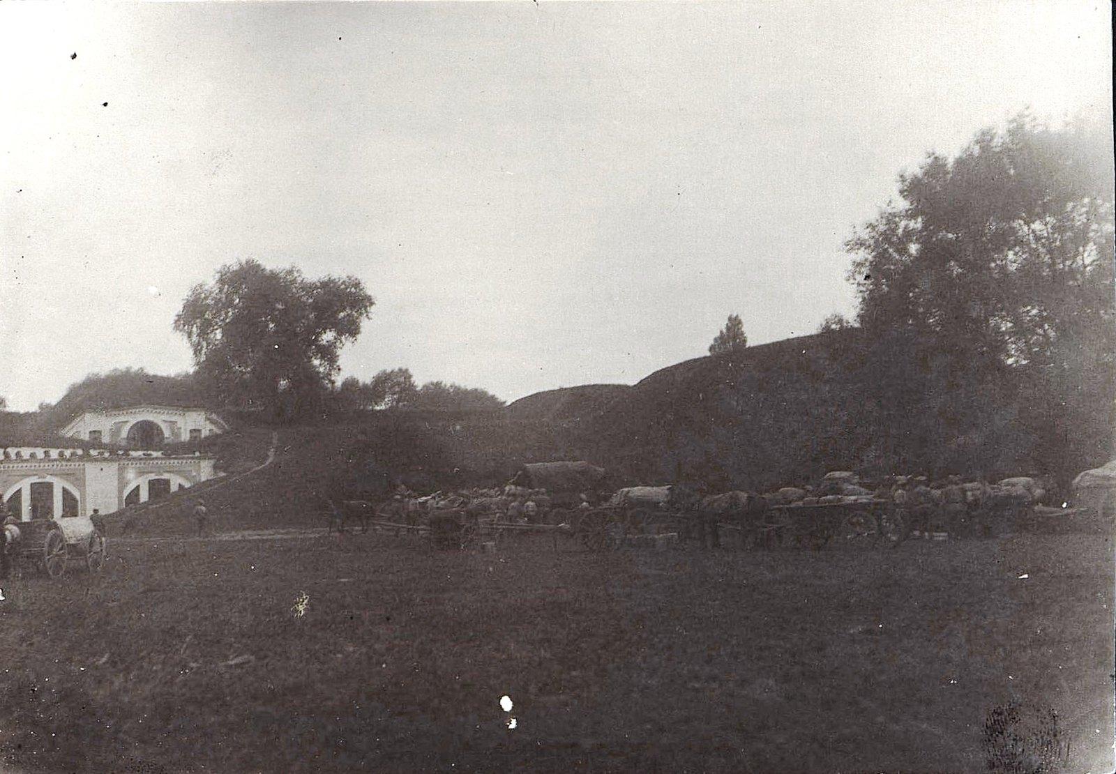 1915. Обстановка внутри центральной ограды крепости Брест-Литовск перед её сдачей