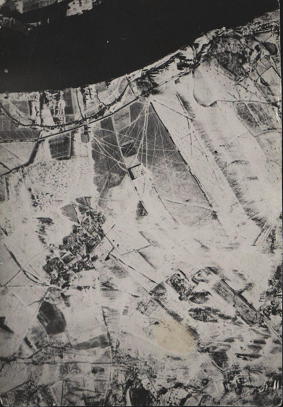 1916. Зимняя фоторазведка Двины (севернее Двинска) на одном из участков Северного фронта (снимок второй)