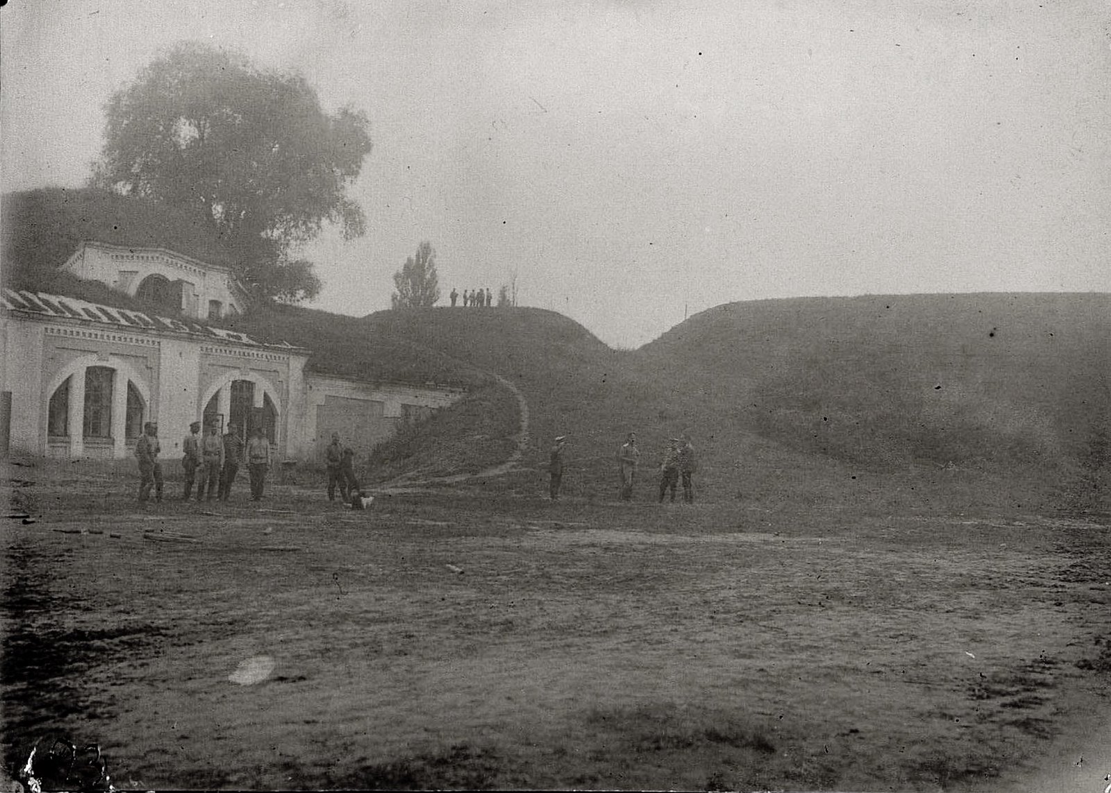 1915. Военнослужащие Владивостокской воздухоплавательной роты в Брест-Литовской крепости
