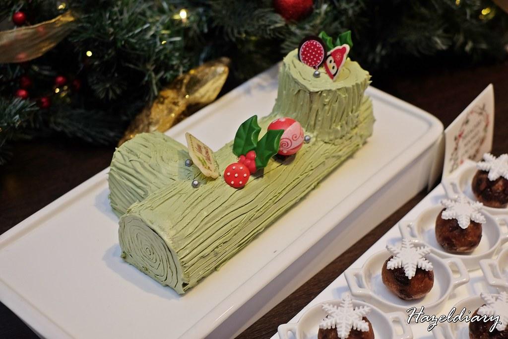 Singapore Marriott Tang Plaza Hotel-Pistachio Mango Log Cake
