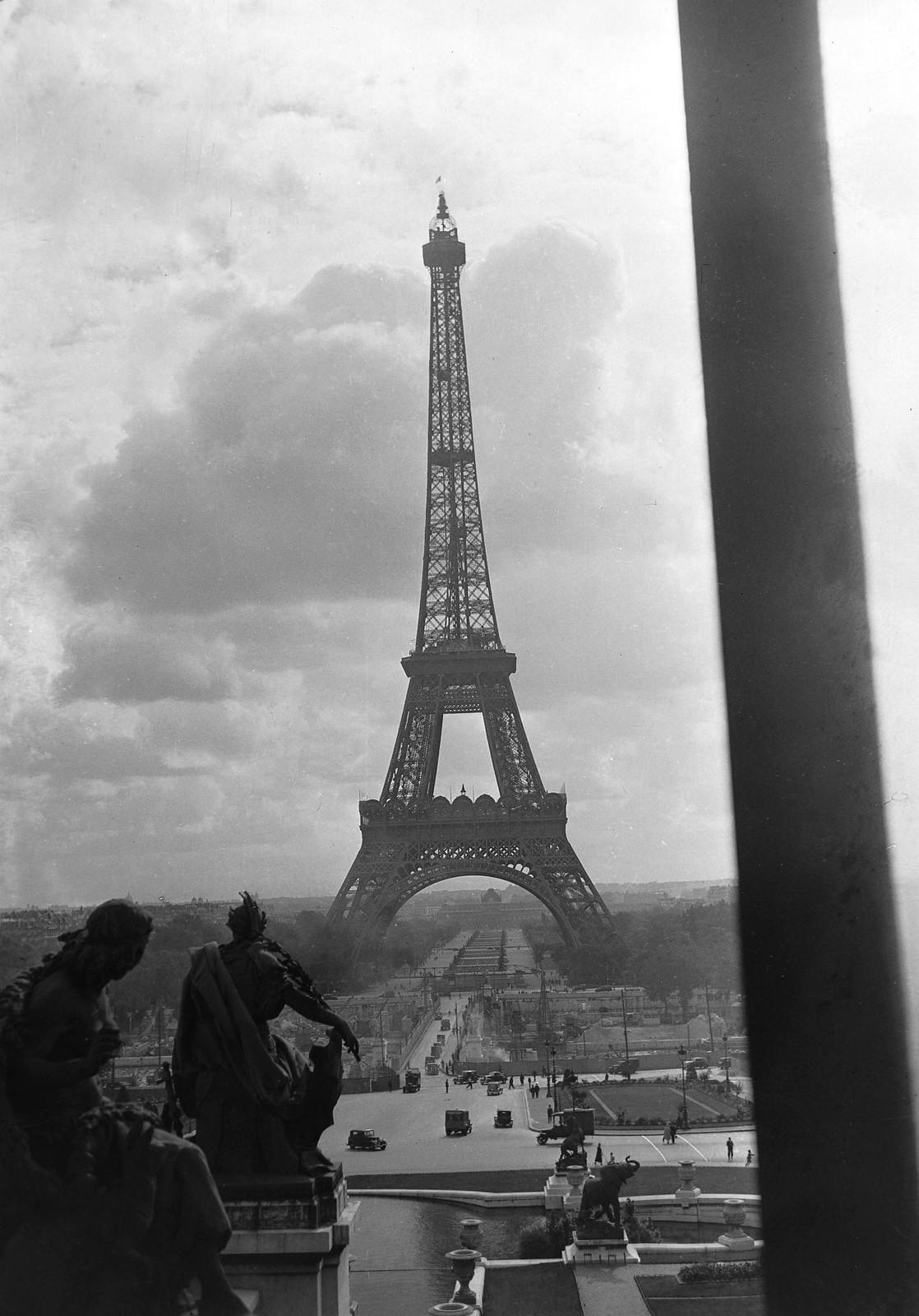 19. 1935. Вид на Эйфелеву башню с террасы Трокадео