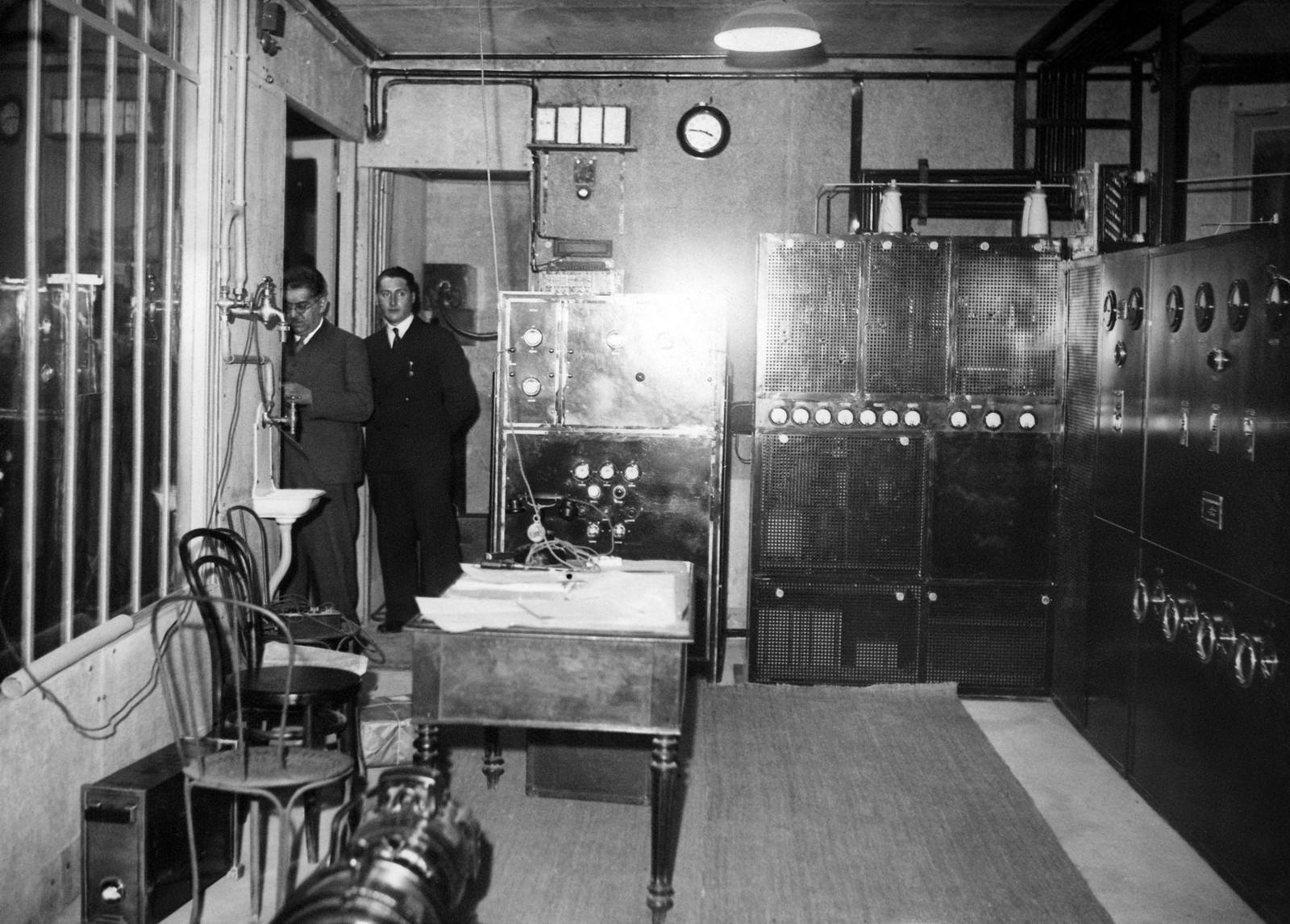 14. 1935. Включение телевизионного передатчика на Эйфелевой башне во время его первого испытания