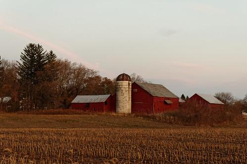 sunset dusk landscape farm barn silo redbarn agriculture outdoor rural scotia village newyork maalwyckpark glenville schenectadycounty capitaldistrict pentax pentaxart kmount k70 hdpentaxda1685mmlens