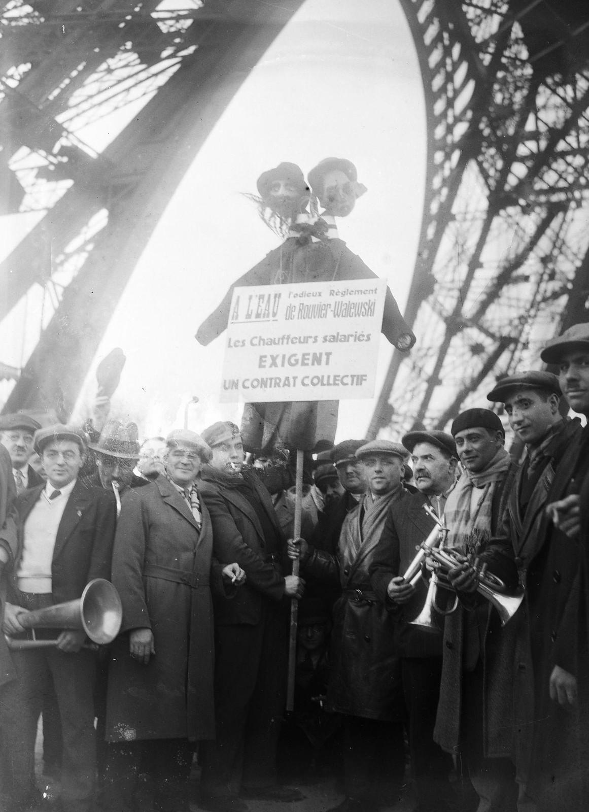 10. 1934. Забастовка таксистов. Демонстрация у подножия Эйфелевой башни