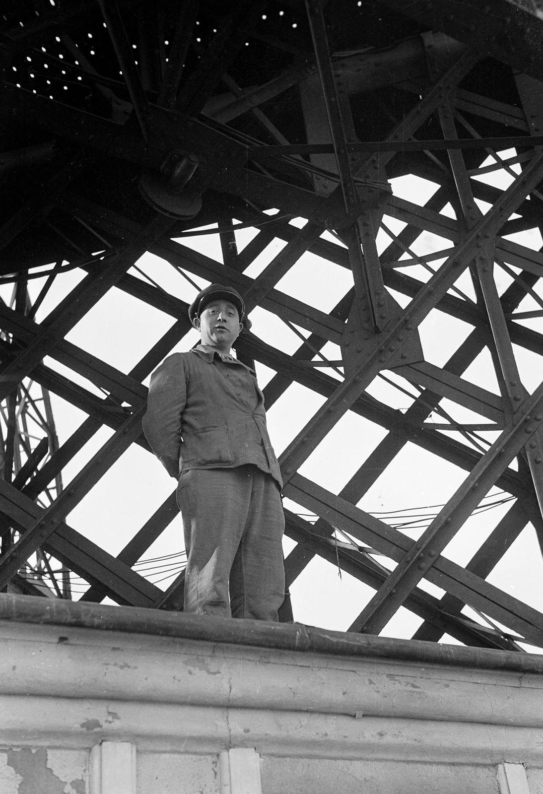 05. 1934. Обслуживающий персонал Эйфелевой башни