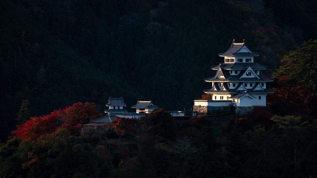 Gujohachiman Castle in Autumn