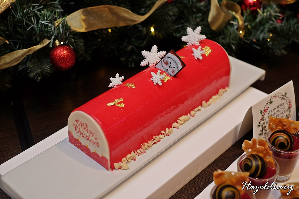 Singapore Marriott Tang Plaza Hotel-Strawberry Champagne Log Cake