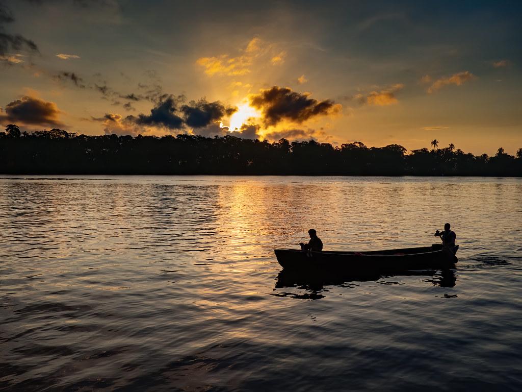 Coucher de soleil sur la lagune de Tortuguero... 50590432852_5f918a5dea_b