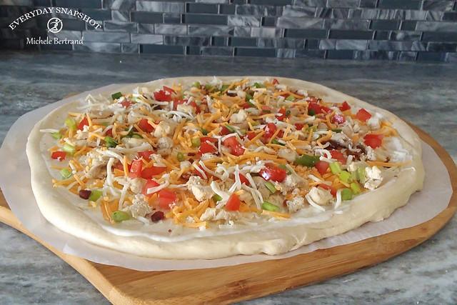 Homemade Chicken Garlic Ranch Pizza (Recipe)