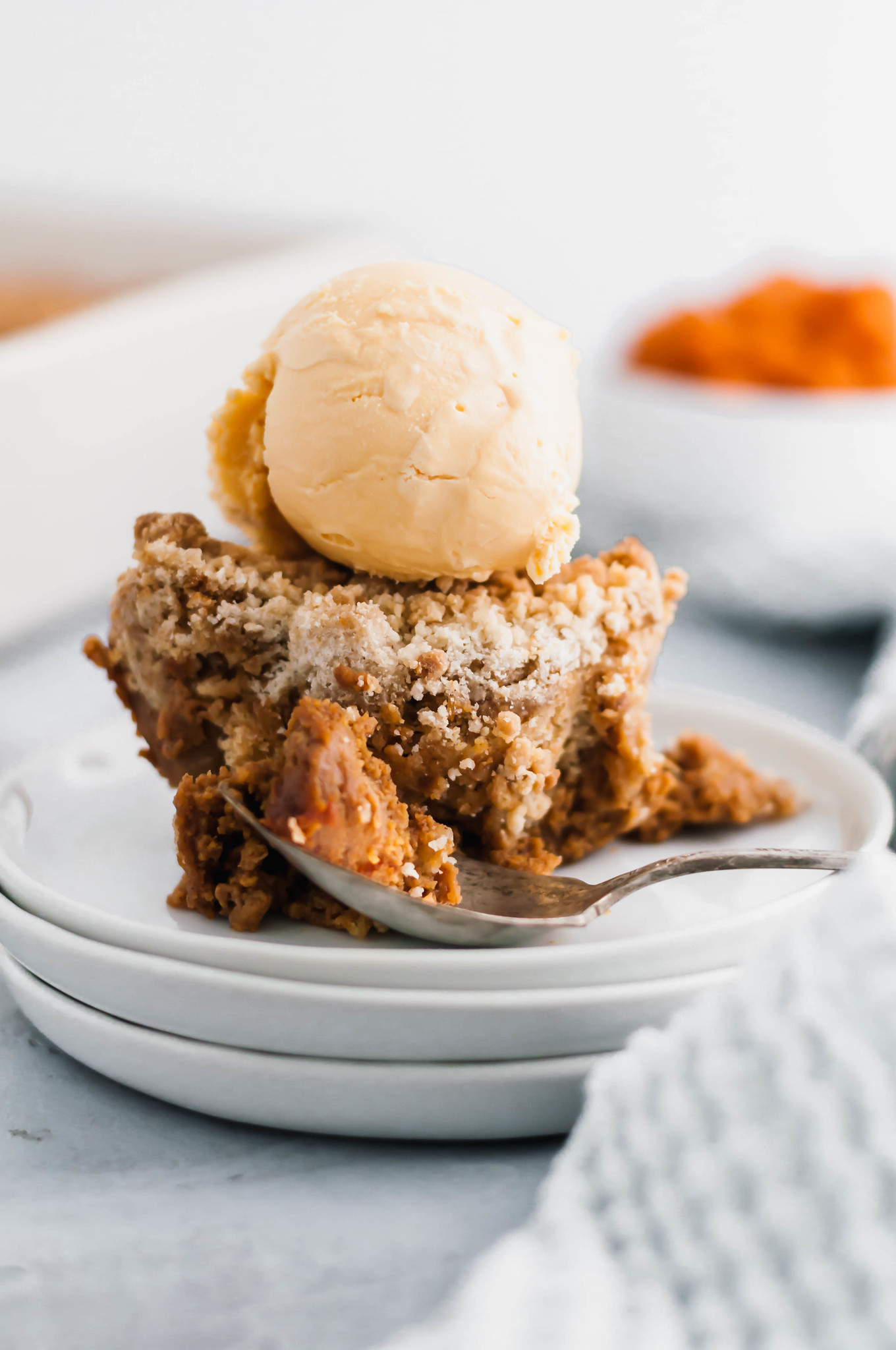 Need an easy dessert for Thanksgiving? Prepared in less than 10 minutes and make ahead friendly, this Pumpkin Crisp will bring a major fall mood to the table.